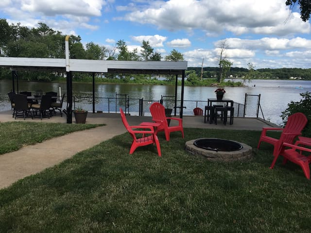 Mississippi River Cabin, Quad Cities - Bettendorf - House