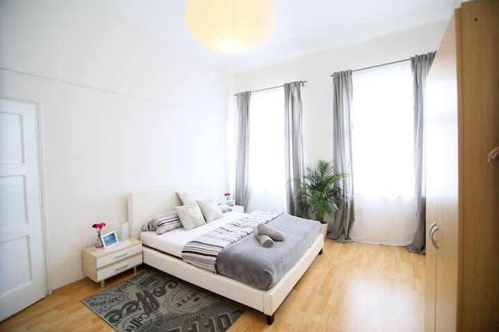 Apt right in the Heart of City-up to 4 persons