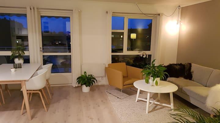 Lekker leil. m/balkong, 2 sov/4 sengepl, WIFI, PS4