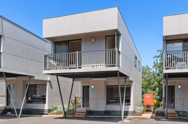 Discovery Parks Melbourne 3 Bedroom 2-Storey Cabin