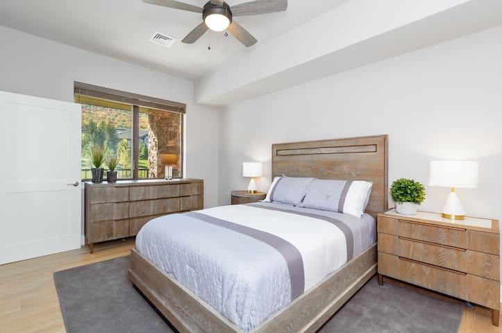 Master Bedroom 1 w/bath