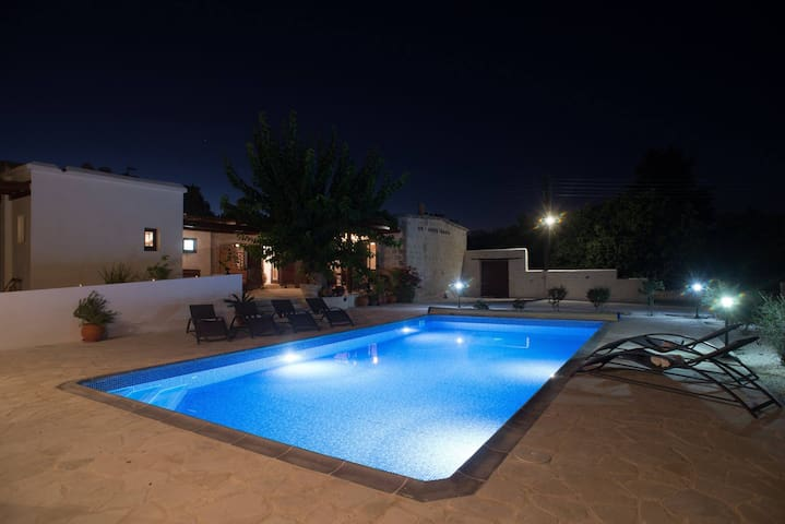 Chloes House - Pool Studio