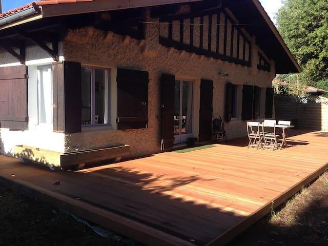 maison rénovée en 2012 - 3ch - 250m plage - La Teste-de-Buch - House