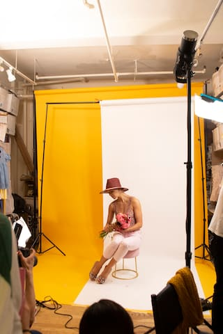For fashion photoshoot, we have pink, yellow and small white backdrop and polls. We don't have light for photoshoot.
