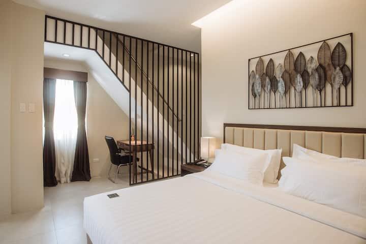 Rovira Loft Suite with Balcony