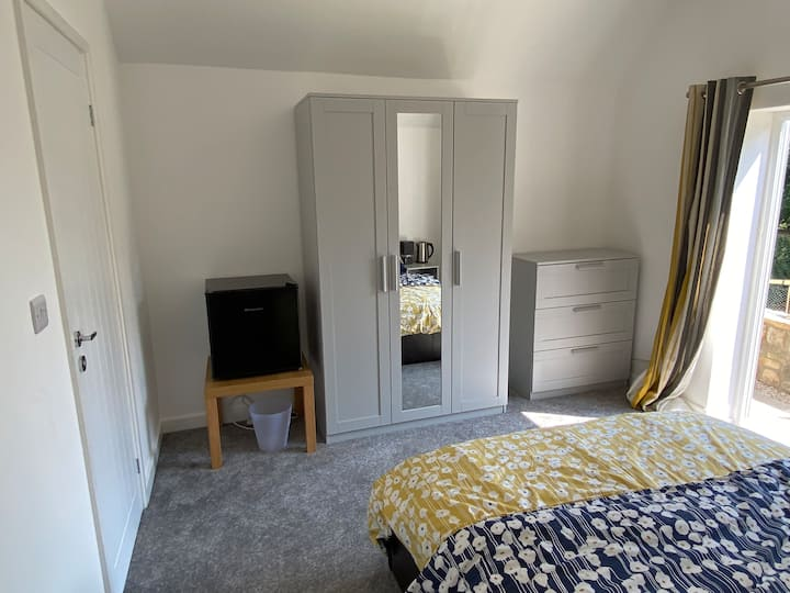 Double room with en-suite in a great location