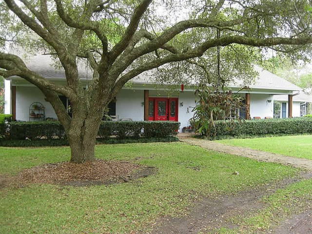 Wooded Retreat near Houston and Galveston - Dickinson