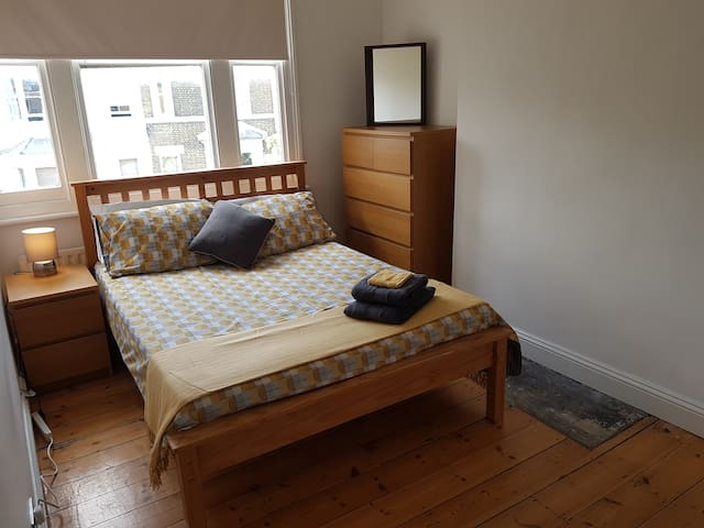 Offley Appartment (Near Tube, Quiet with Wifi)
