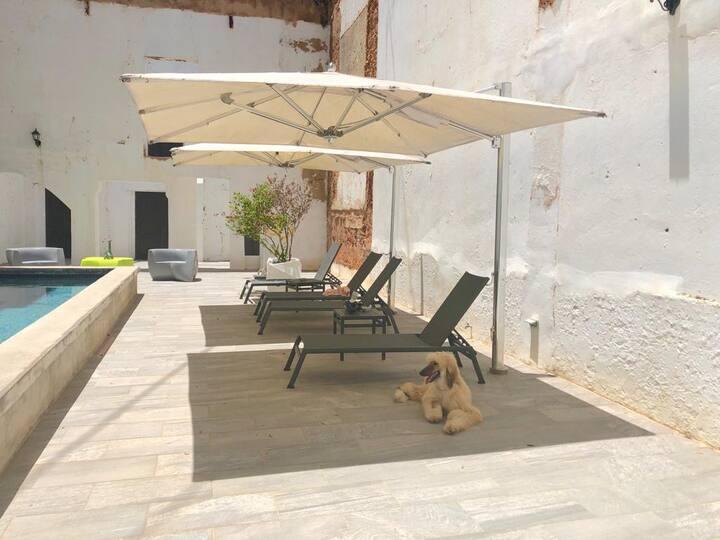 El Palacete Suite 10 with 1 King Bed and En-suite Bathroom POOL