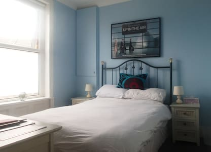Blue Room. Double, en-suite shower - Broadstairs - Rumah