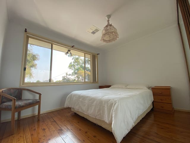 Aircon, backyard parking, 2.5 bathrooms  (room 2)