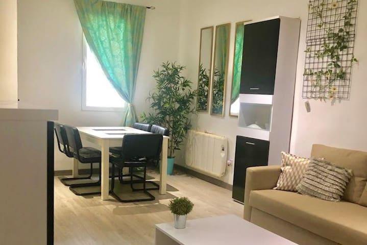 Amplio apartamento nuevo - Cerca del centro.