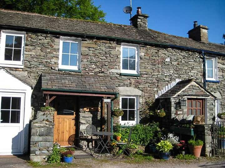 Keepers Cottage - Pet-friendly with Wood-burning stove.