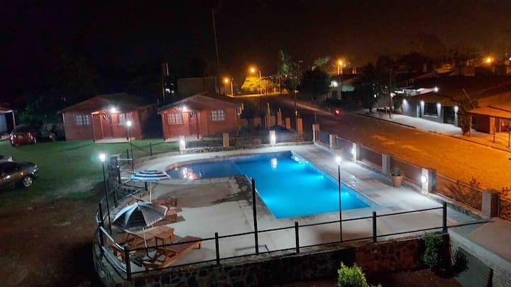 """Cabañas Portal del Sol equipada con piscina""//"