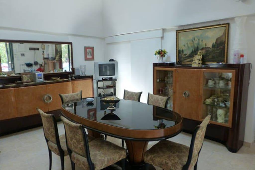 Sala da pranzo - living room view #1