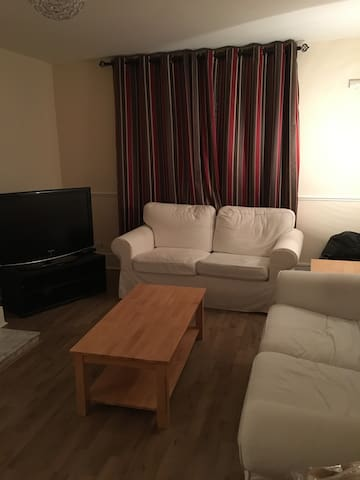 Comfortable 2 bed apartment 15 mins to city centre - Dublin - Apartamento
