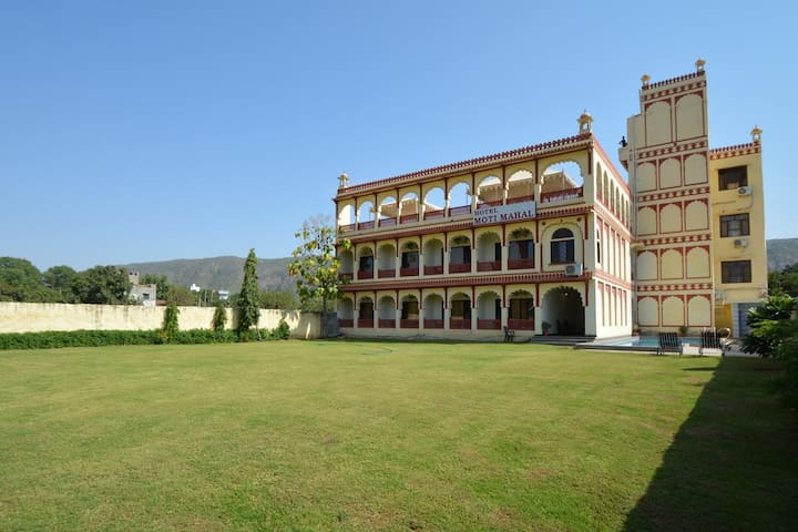 Heritage Mansion close to Pushkar Lake and Town
