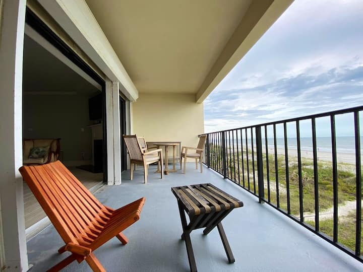 """Oceanfront Escape - Panoramic Paradise!"""
