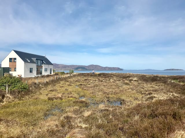 Beautiful  self contained sea view annexe on Skye