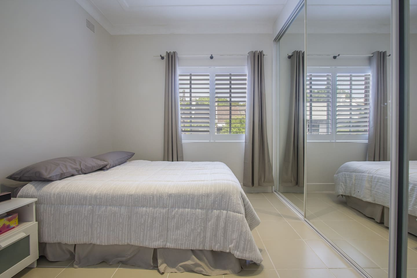 Fresh morning sun with lovely plantation shutters and endless cupboard space. Extremely comfortable mattress ( king Coil ) Make no mistake this is a beautiful one bedroom unit every guest has wanted to extend there booking so far