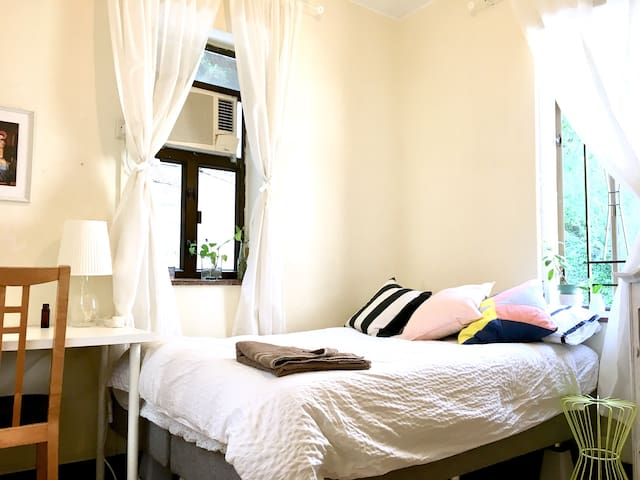 Large Bright Bedroom near to CHKU