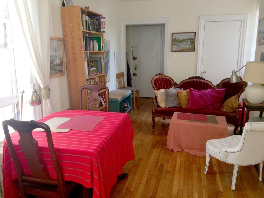 Living room / Dining room.