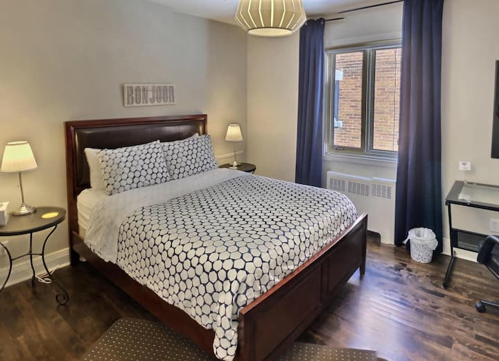 Quiet, Great Bed, Steps to Main Metro Line (WiFi)