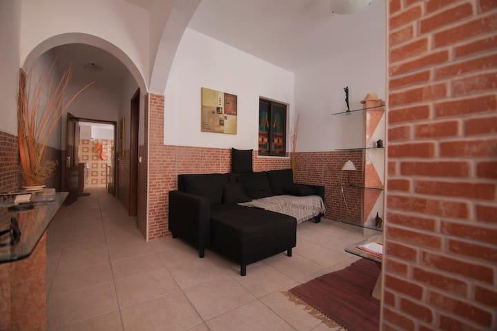Casa no centro de Faro - Faro - Huis