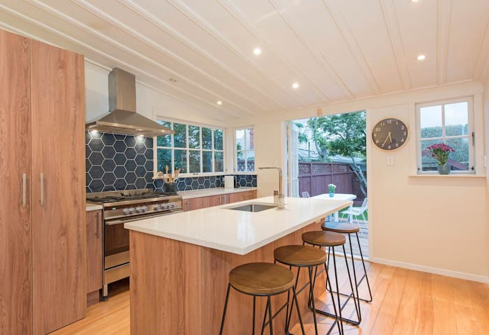 Character Cottage in the heart of Parnell