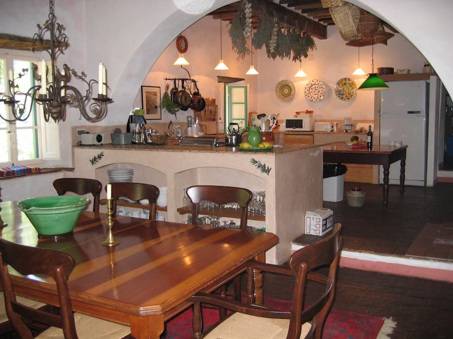 Main kitchen with eating area
