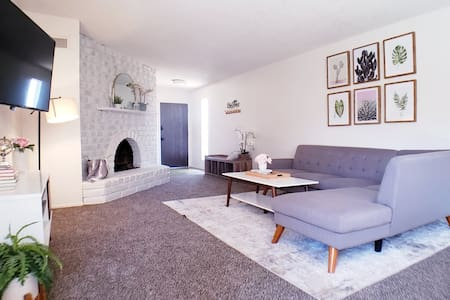 Cozy 3bdrm 2bath with our Special Guest Playroom.