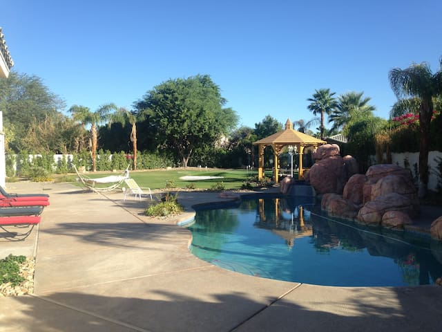 Pool, hot tub, putting green and billiards! - Rancho Mirage - Ház