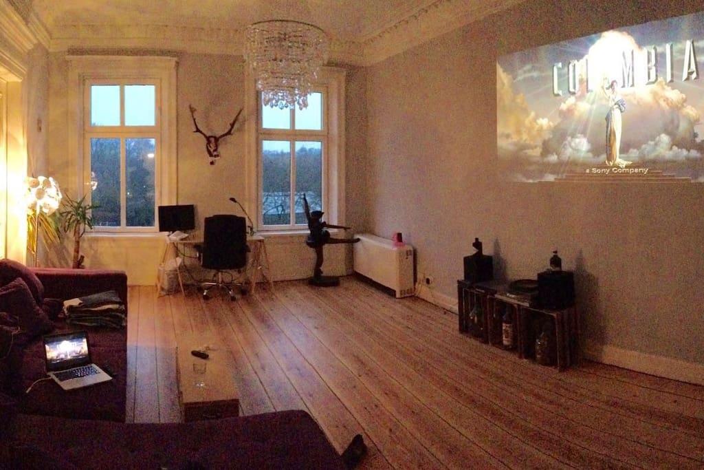 schönes, geräumiges Wohnzimmer