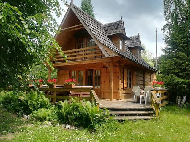 Domek Góralski w Borach Tucholskich nad jeziorem