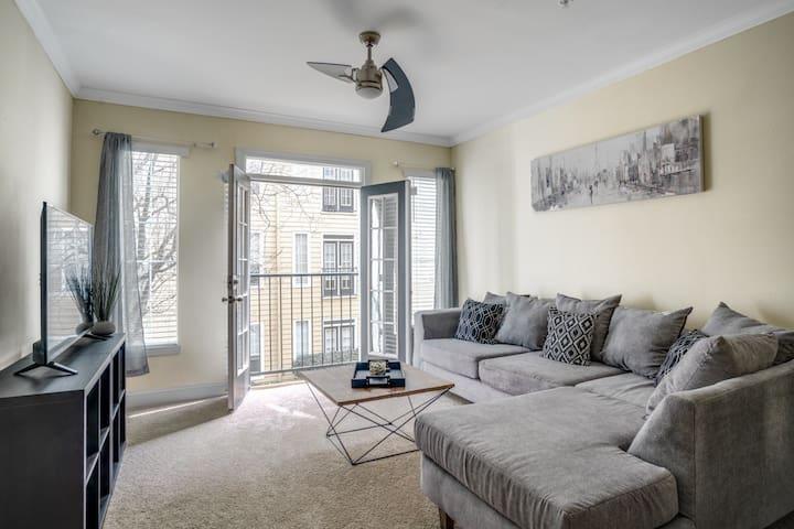 Comfy & Convenient Midtown Suite