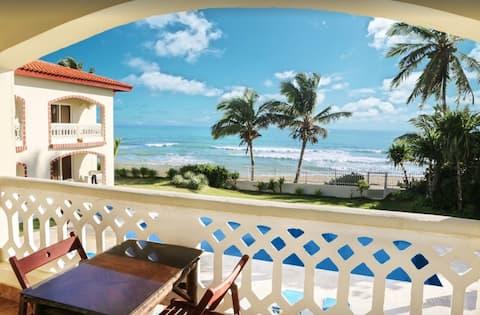 Private Beachfront Villa with hotel amenities