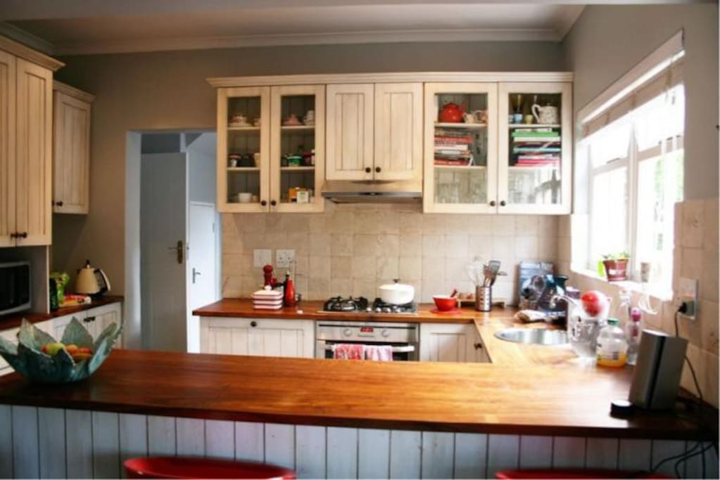Kitchen including scullery with dishwasher and washing machine