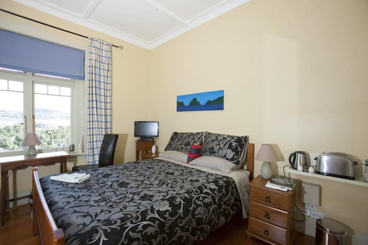RIVERVIEW ROOM