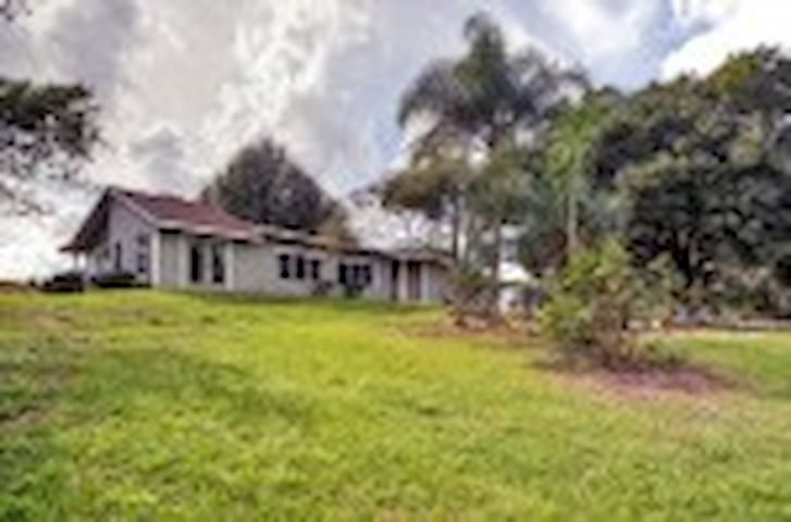Peaceful 2BR Lake Wales Bungalow - Lake Wales - House