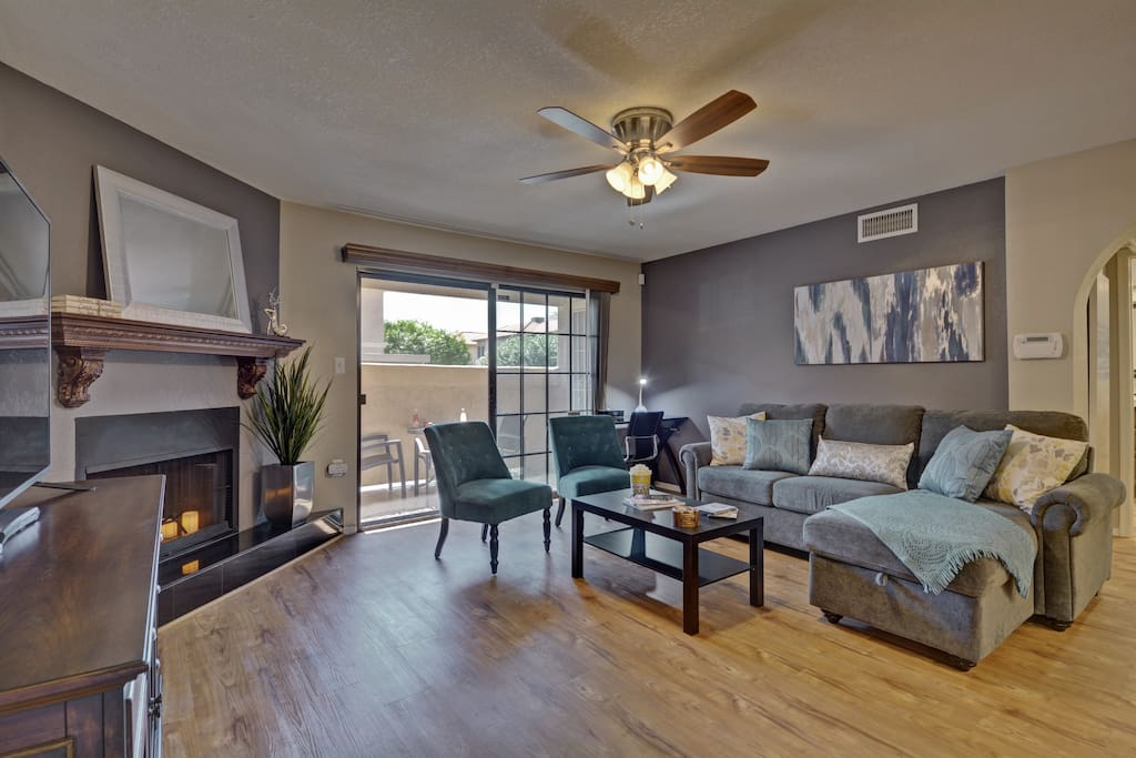 Enjoy family and friends in this open living room.