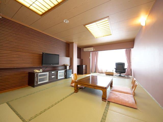 ホテルラクーン マウンテンビュー 眺望和室15畳 【最大5名利用】