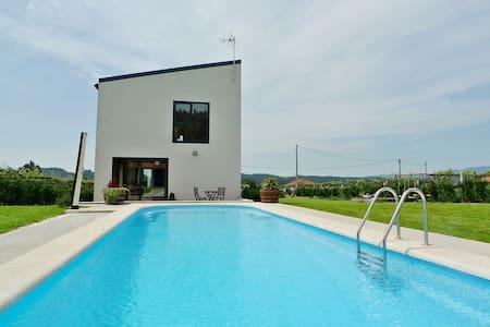 Casa de diseño muy acogedora con piscina privada - Pontevedra