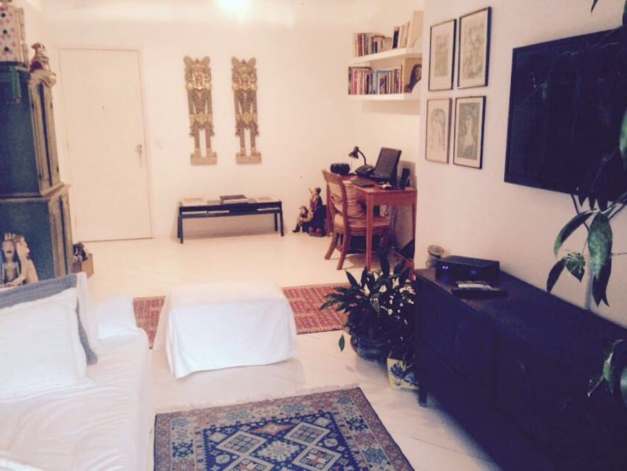 Very comfortable Living with cable tv, wifi, internet desk, sofa bed and lot of style.
