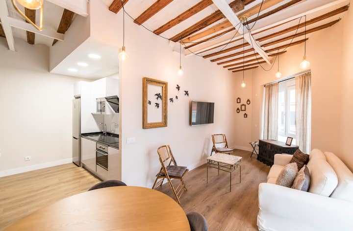 2 BED APARTMENT WITH NEW BRAND NEW PARKING.