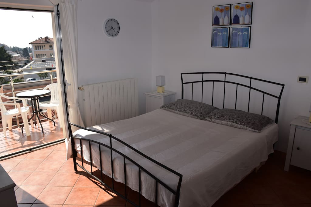 King size bed with the morning sun of Rovinj