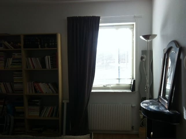 Single private room very near to bus stop - Malmö - Wohnung
