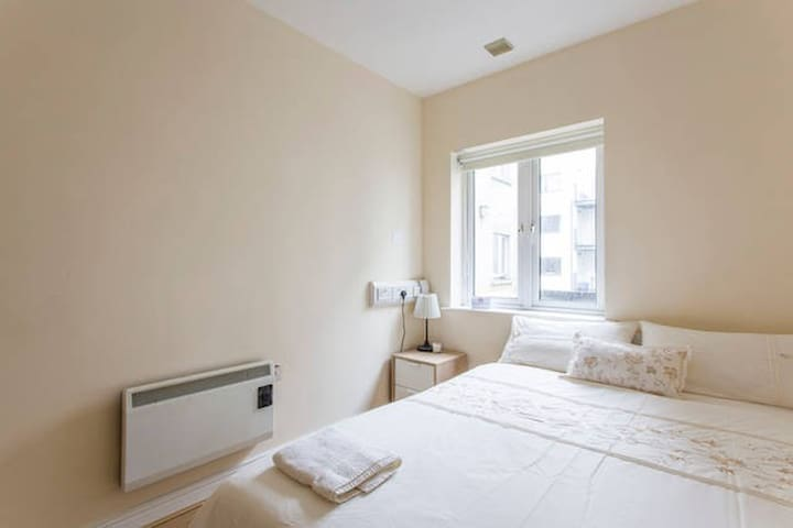 King size bed in the City centre ☆ - Dublin - Apartmen
