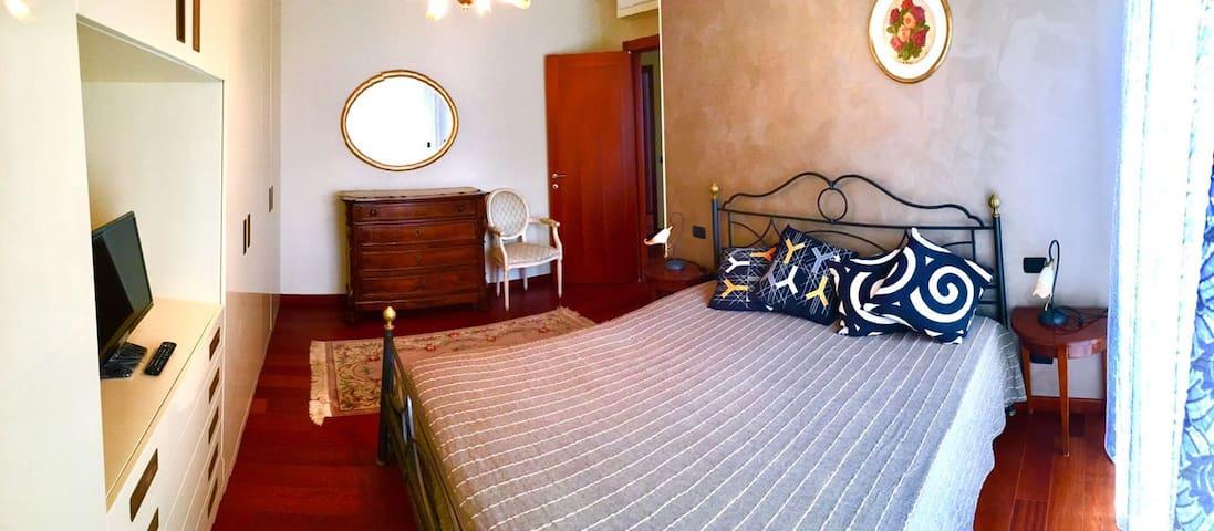 Luminosa stanza Padronale - San Donato Milanese - Appartamento