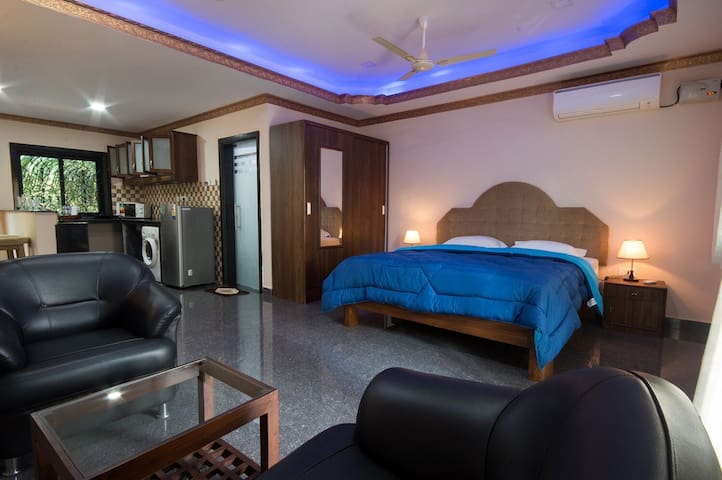 Apartment1 -candolim beach7mins walk & modern room
