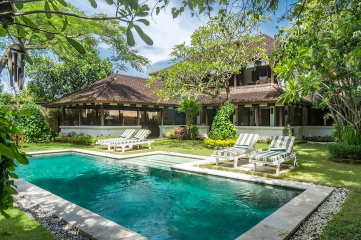 TheColonial WhiteVilla,2bed,close tobeach,Seminyak
